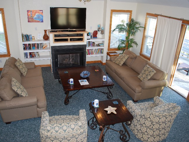 3rd Floor: Living Room - 52 inch Cable TV, Netflix, and Fireplace
