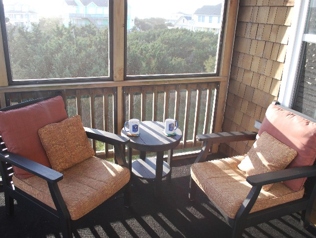 3rd Floor: Screened Patio - Wonderful Place for Morning Coffee!