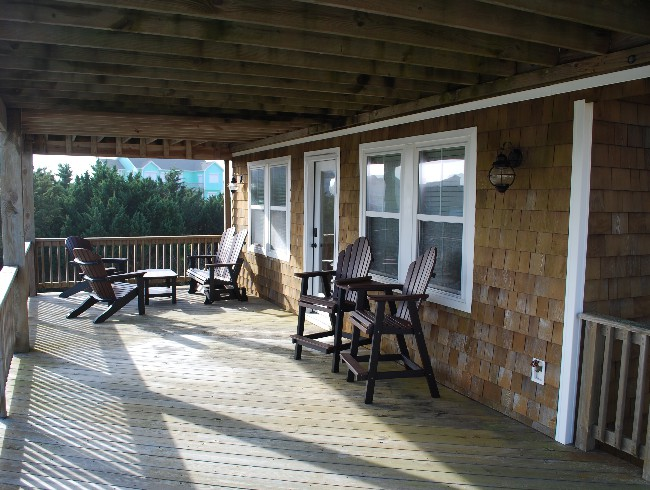 2nd Floor: Large Deck